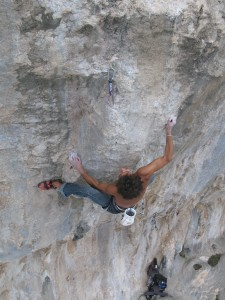 Quentin Chastanier is red pointing Queen Potha 8a+(?) to the first try